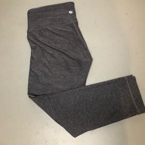 Light grey lulu crops